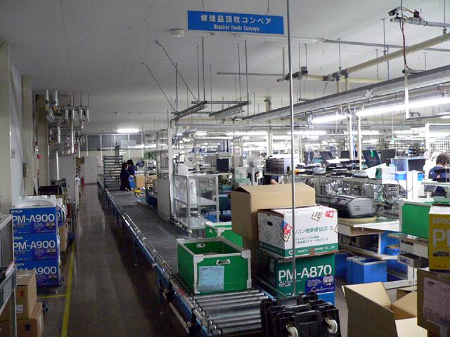 af8f48b6d4 部品倉庫は、修理エリアに隣接する形で置かれている ...