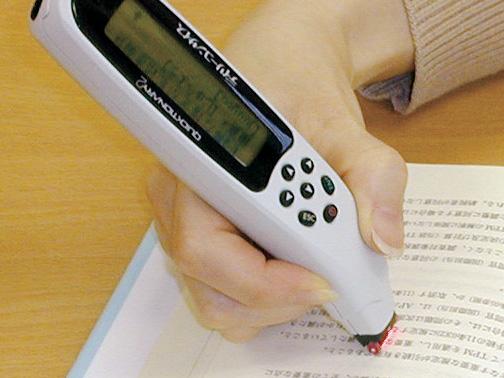 ジャパン21、漢字の読みと意味が引けるスキャナ付ペン型電子辞書