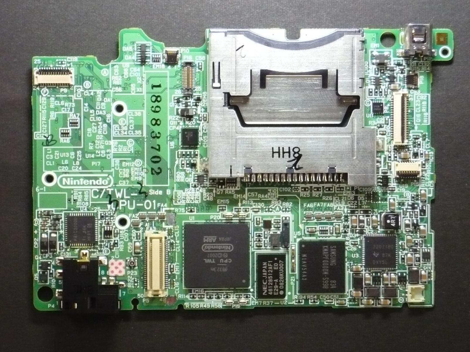 nintendo dsi sells out quickly reviews coming in slashdot rh games slashdot org Nintendo DSi XL Nintendo DS Lite