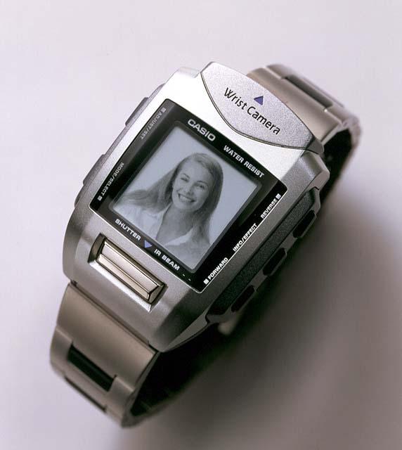 カシオ、世界初の腕時計型デジタルカメラと腕時計型MP3プレーヤー