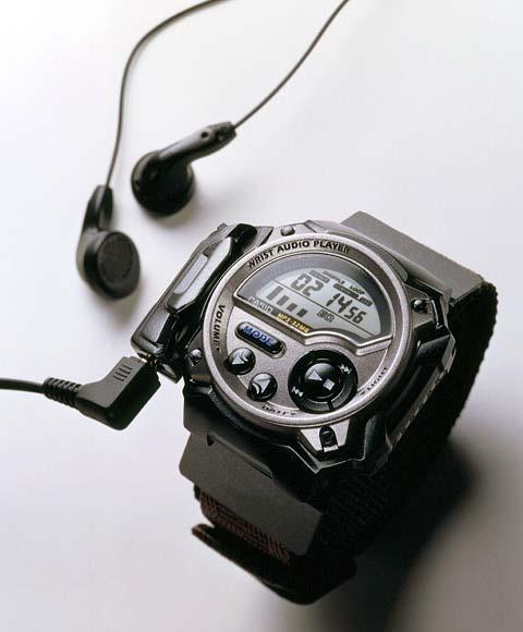 カシオ、世界初の腕時計型 ...