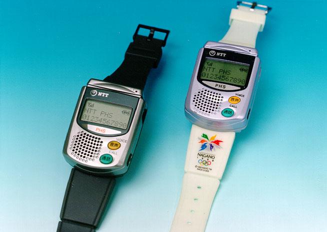 NTTドコモ、腕時計型PHS「WRISTO...