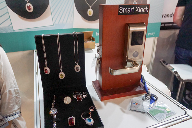 Smart Boutique Innovationは、指輪や宝石などを鍵に出来るスマートロックを展示