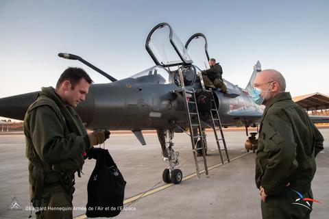 """やじうまPC Watch】フランス空軍、戦闘爆撃機「Mirage 2000D」""""改""""を ..."""