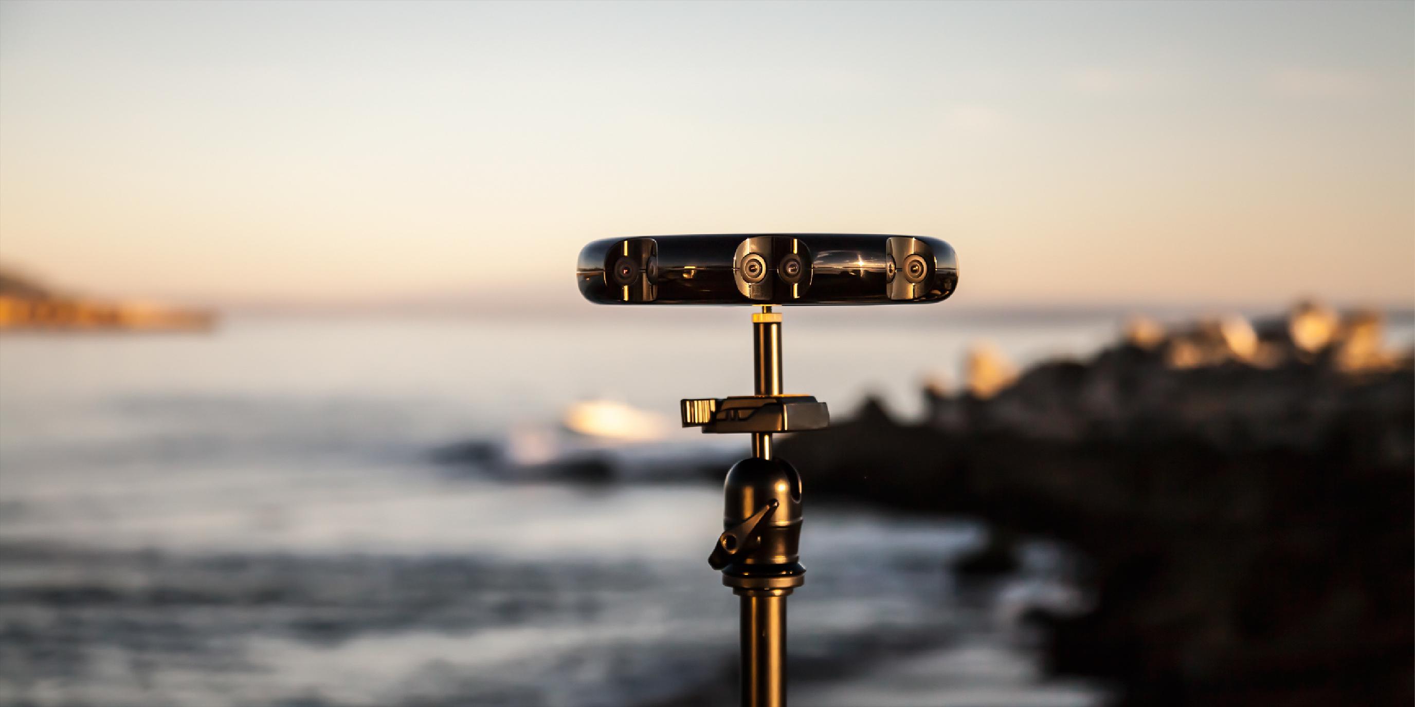 Samsung、ストリーミング/3D対応の全方位カメラ「Beyond」 ~ヘッドマウントディスプレイでその場の様子を眼前に再現
